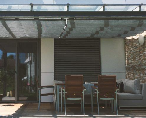 Sonnensegel über Terrasse