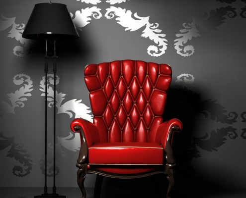 Schwarze Tapete mit rotem Stuhl